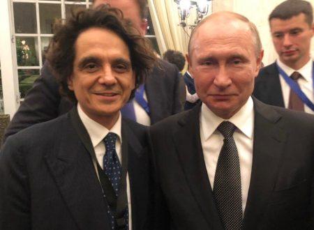 Sandro Teti presenta al Presidente Putin l'autobiografia di Andrej Končalovskij